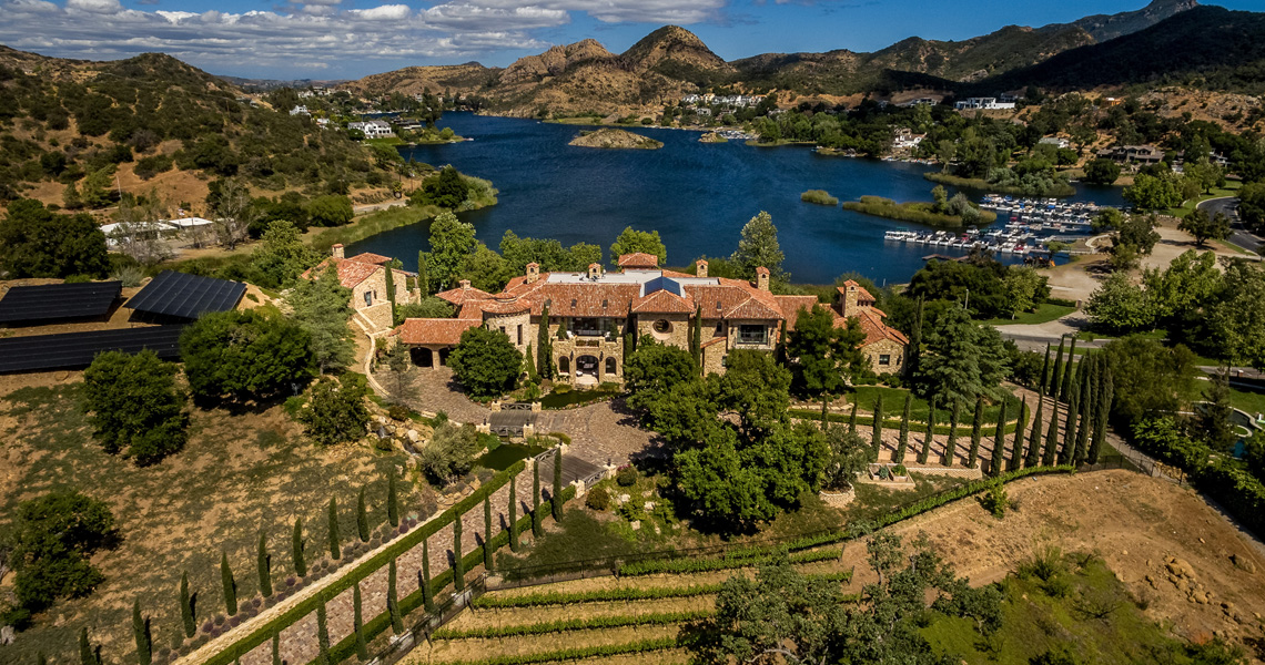 Villa del Lago estate in Lake Sherwood, CA