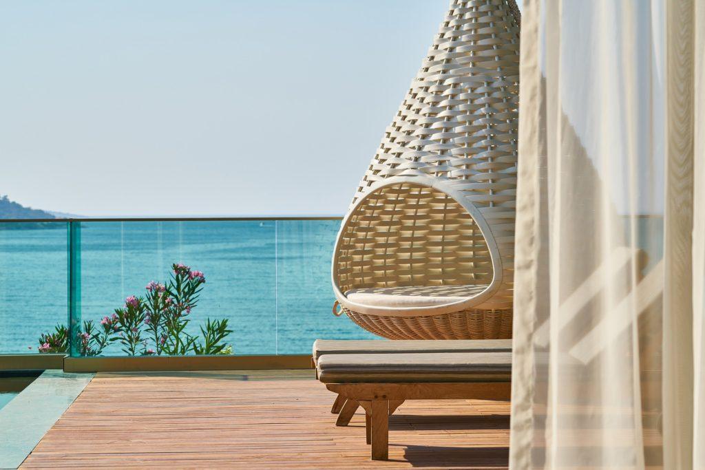 luxury vacation home balcony